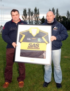 (L-R) John and Richie White with new jersey (with Slievenamon Agri Services SAS)